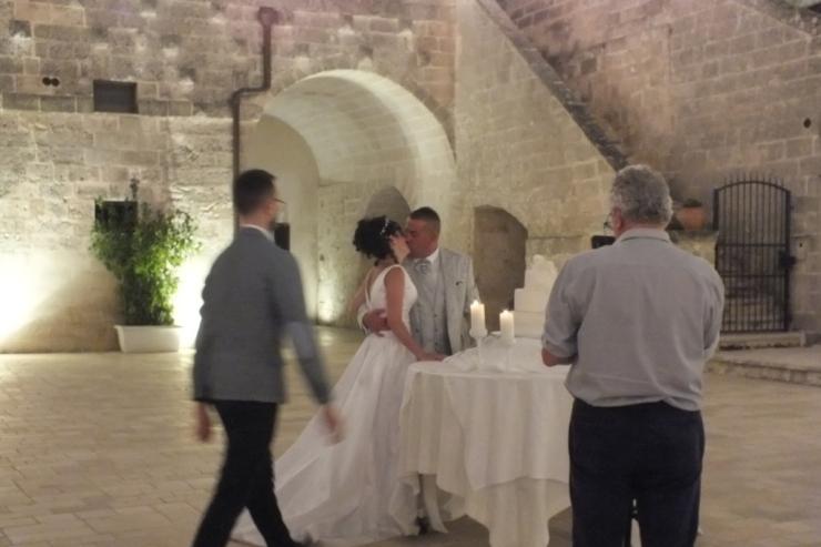 Torre Spagnola a Matera musica con il sax per il taglio della torta