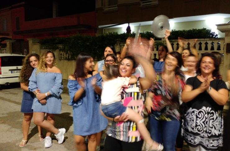in Provincia di Taranto a Roccaforzata lo sposo ha organizzato la serenata