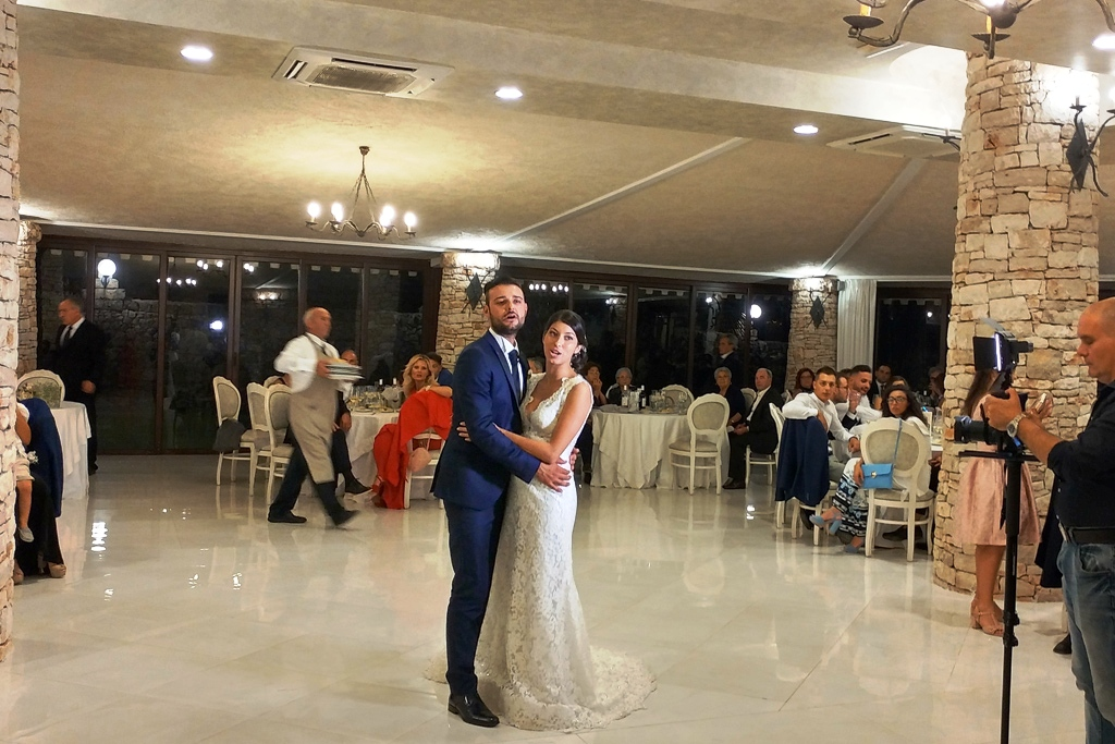 Matrimonio a Villa Elda Ugento Ballo sposi in sala