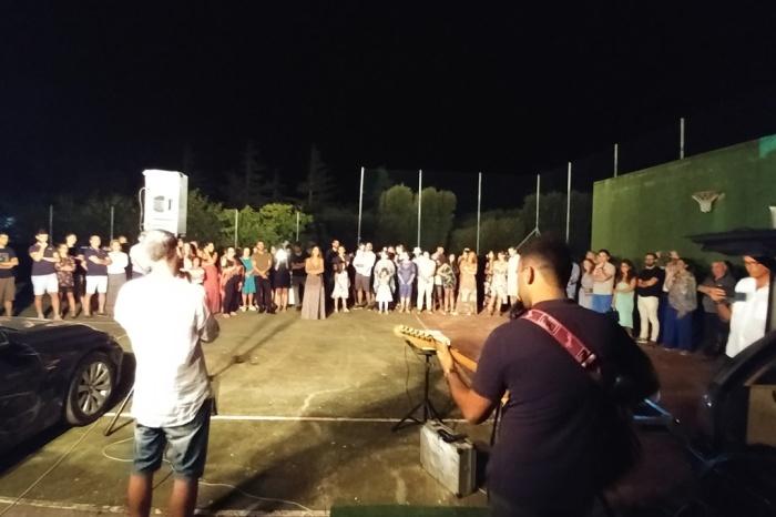Carovigno in Provincia di Brindisi, lo sposo organizza la serenata alla sposa