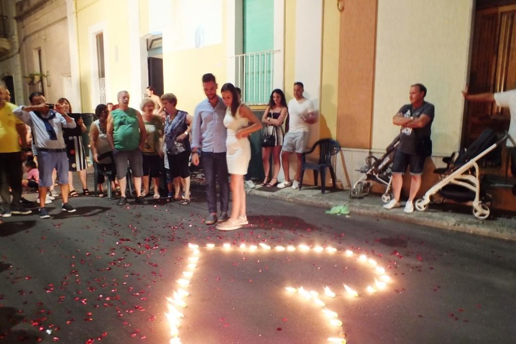 Lo sposo organizza una sorpresa per la serenata organizzata a Presicce