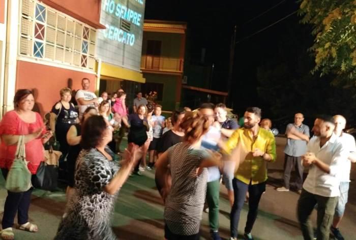 lo sposo organizza la sera prima del matrimonio la serenata a Sannicoandro di Bari