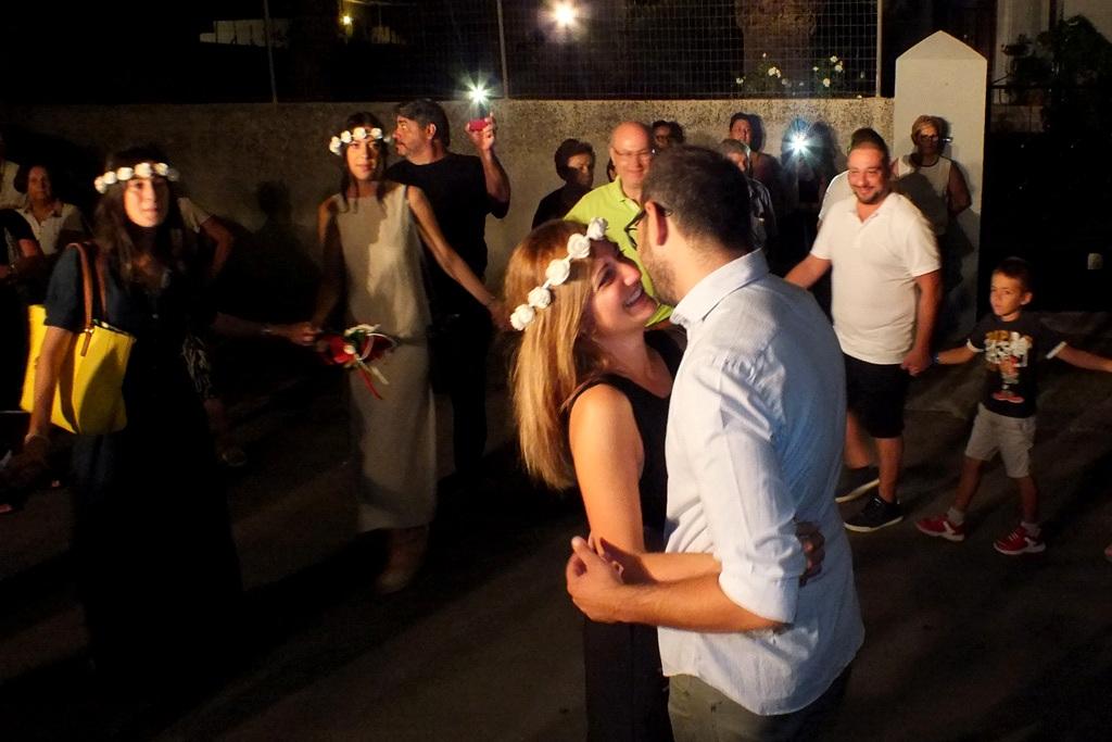 Lo sposo organizza la serenata alla sposa a Ugento in Provincia di Lecce