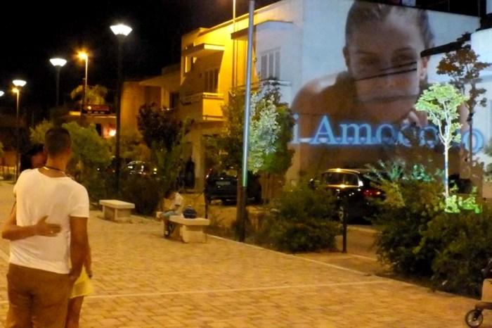 Effetto sorpresa per la sposa durante la serenata organizzata a Cursi in provincia di Lecce