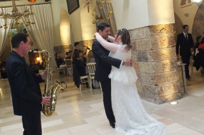 momento romantico durante un matrimonio