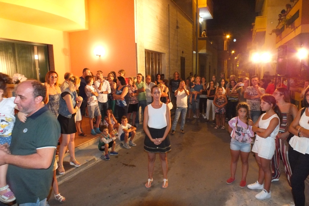 alla futura sposa a Neviano viene organizzata la serenata