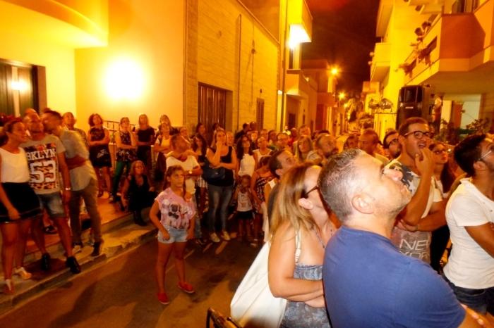 la sera prima del matrimonio a Lecce si organizza la serenata alla sposa