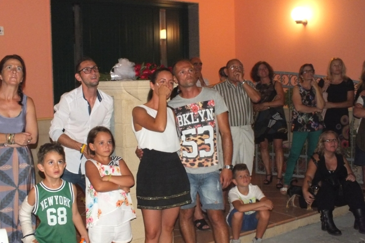 la sera prima del matrimonio in provincia di Lecce si organizza la serenata alla sposa