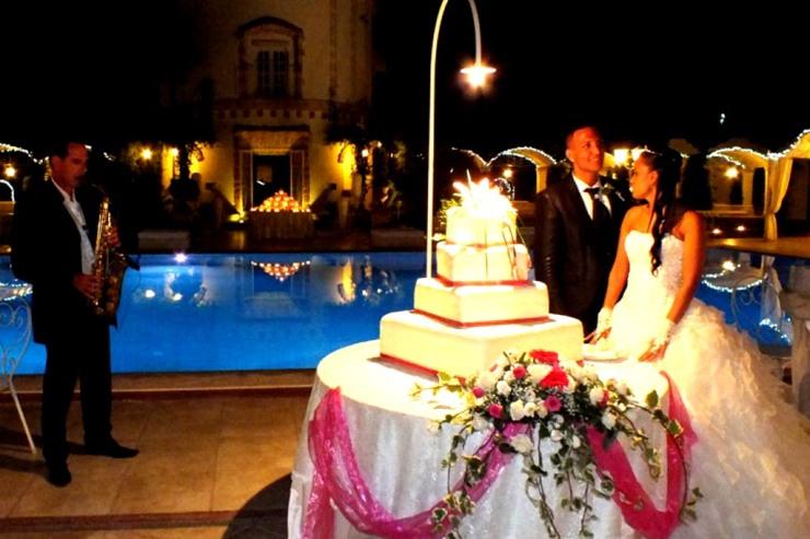 Sassofonista al taglio della torta matrimonio San Giorgio Resort