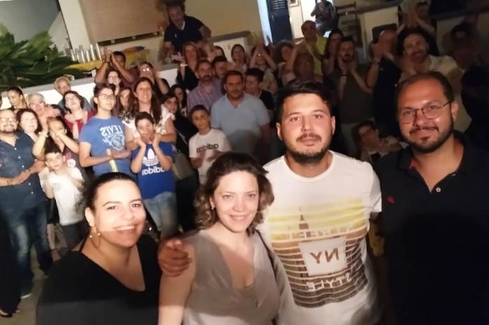 Il futuro sposo organizza la serenata a Racale - Lecce