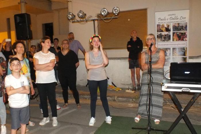 Lo sposo organizza una serenata particolare a Lecce