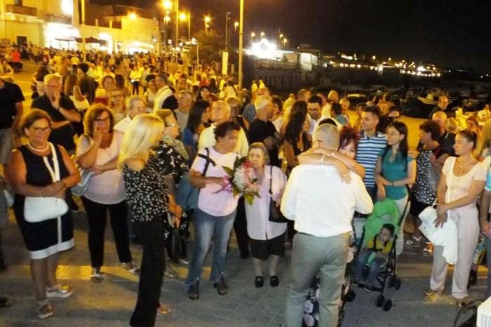 Marito organizza un regalo anniversario di matrimonio originale a Bari