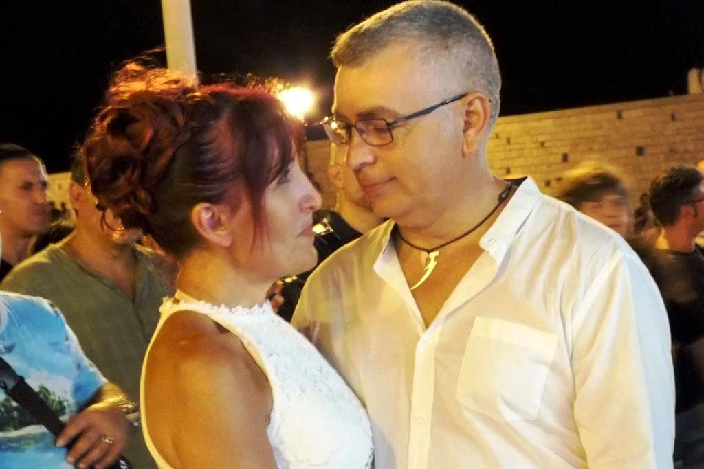 Sorpresa organizzata per l'anniversario di matrimonio