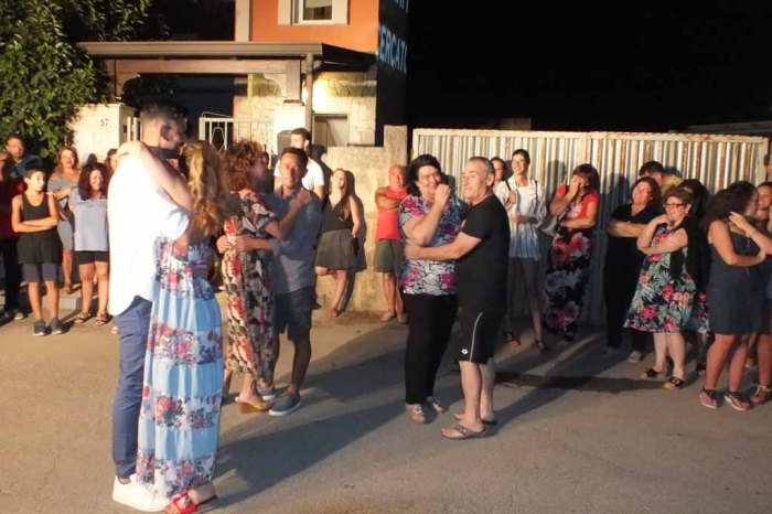 Erchie Brindisi serenata ramantica sposa