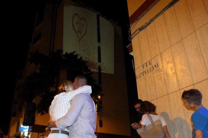Brindisi Città sorpresa serenata d'amore