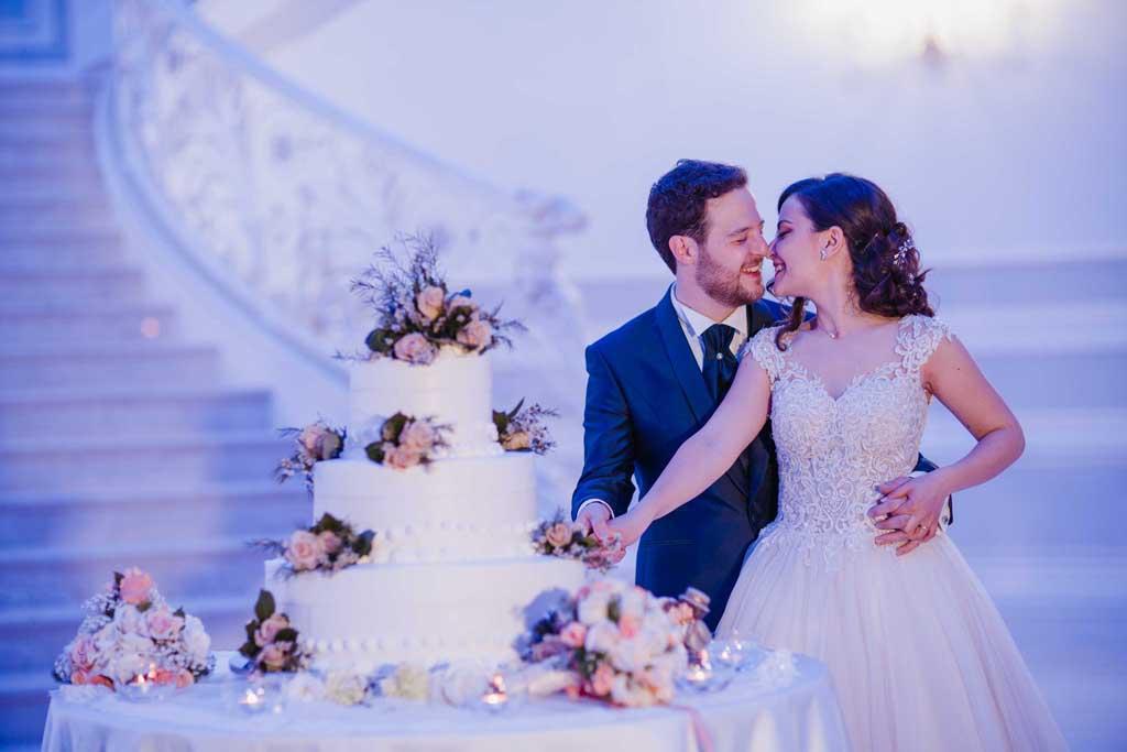 Taglio torta sposi Reggia dei Tessali